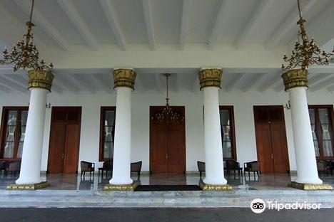 Grahadi Building1