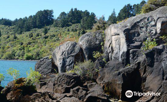 Maori Rock Carvings3