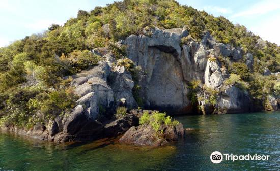 Maori Rock Carvings4