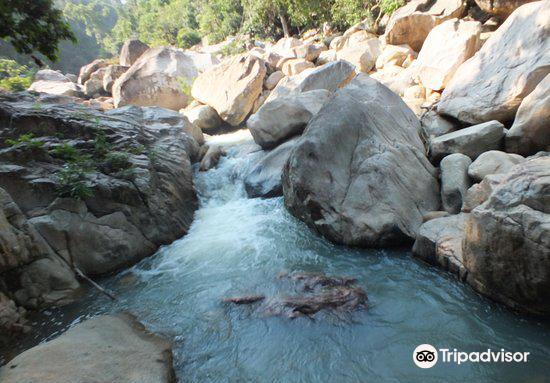 Ba Ho Waterfall2