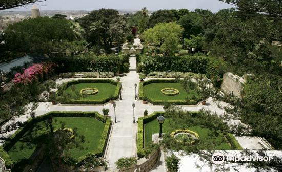 Palazzo Parisio & Gardens4