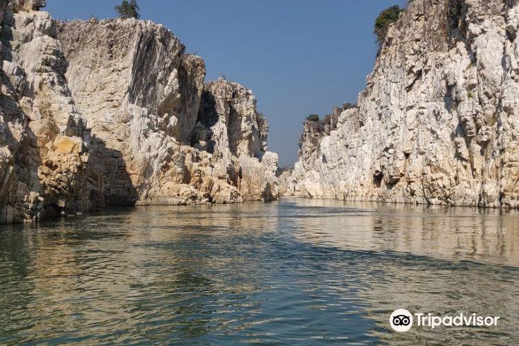 Bhedaghat Marble Rocks3