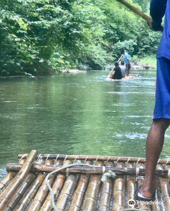 Sutin Group Bamboo Rafting4