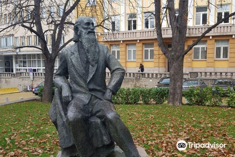 季米特洛夫陵墓2