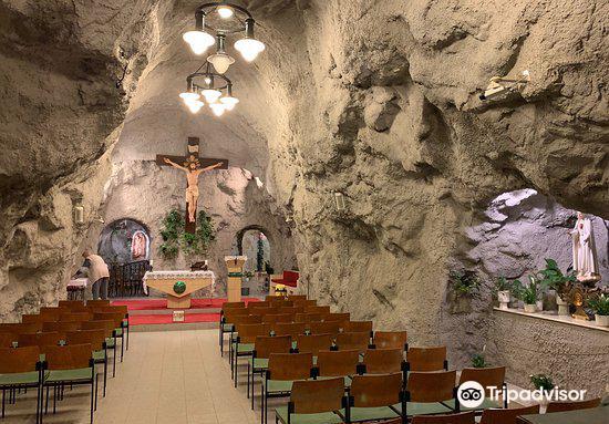 ゲッレールトの丘の洞窟