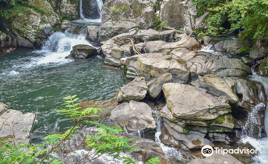 三連轟の滝1
