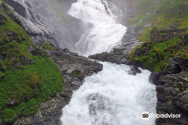Kjelfossen Waterfall1