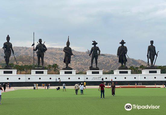 7 Kings of Siam Statues1
