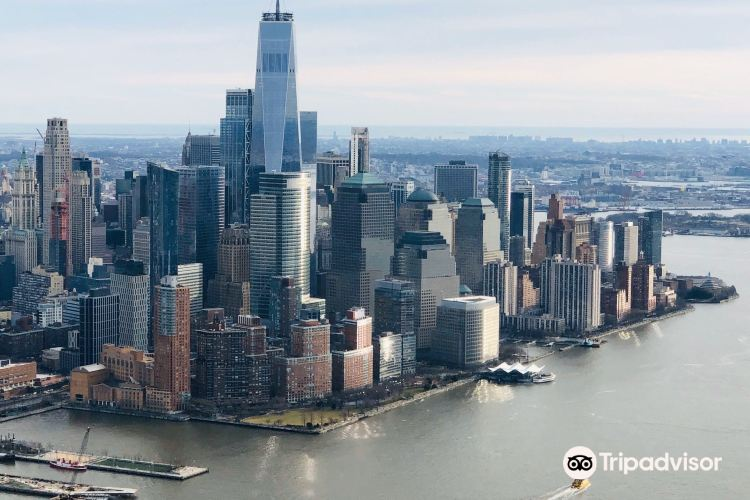 Statue of Liberty: Helicopter Flight Services1
