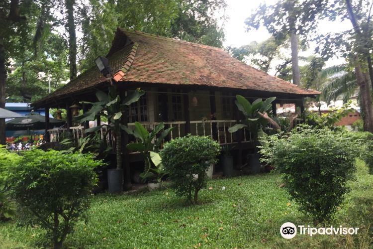 Le Thi Rieng Park2