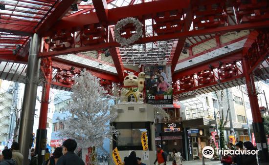 Osu Maneki-Neko (Beckoning Cat) Statue2