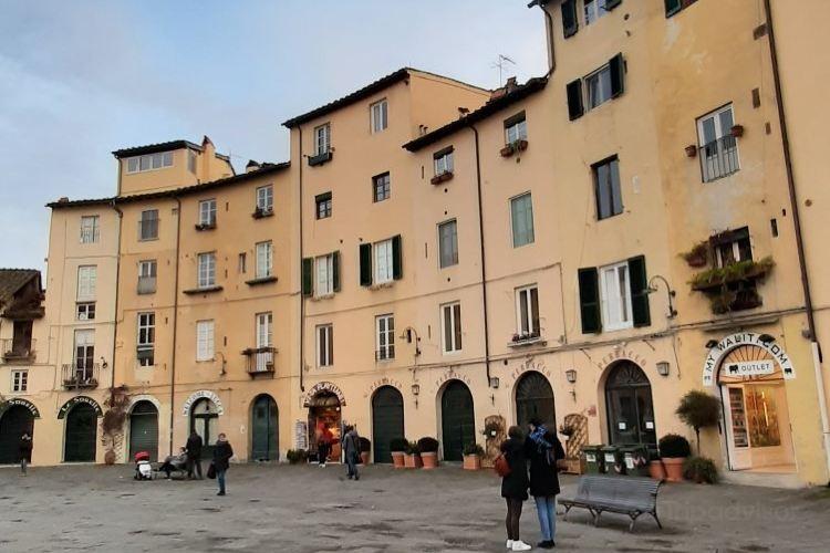 Piazza dell'Anfiteatro1