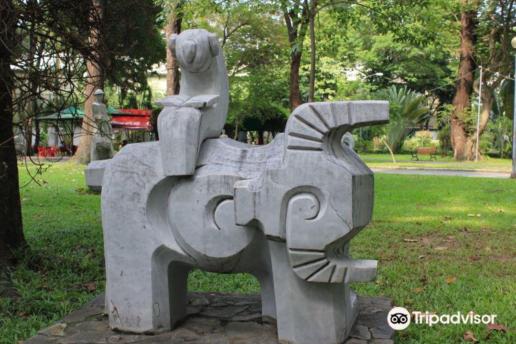 Le Thi Rieng Park1