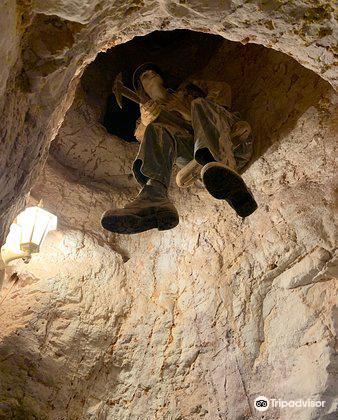 Umoona Opal Mine & Museum4