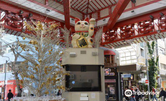 Osu Maneki-Neko (Beckoning Cat) Statue3