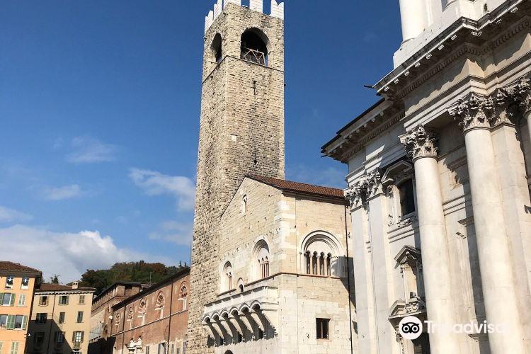 Palazzo Broletto2
