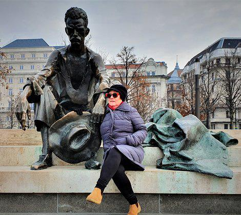 Sitting Statue of Attila József2