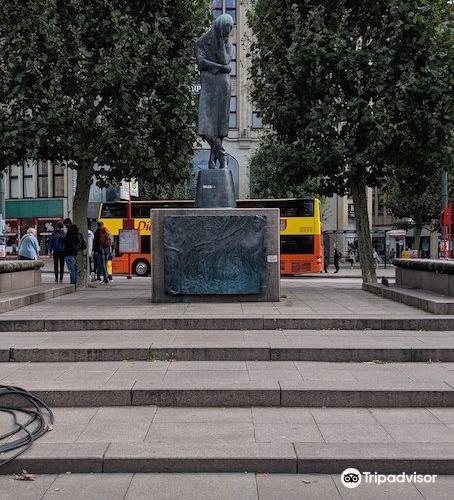 Heinrich Heine Denkmal2