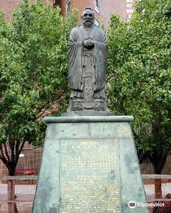 Statue of Confucius4