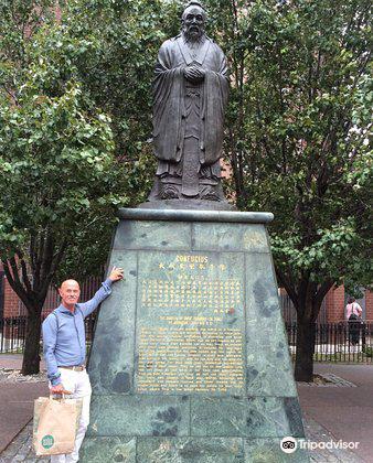 Statue of Confucius3
