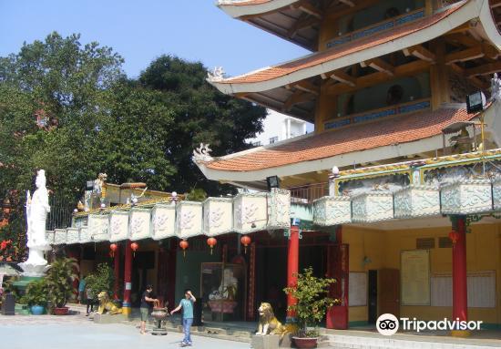 Quoc Tu Pagoda1