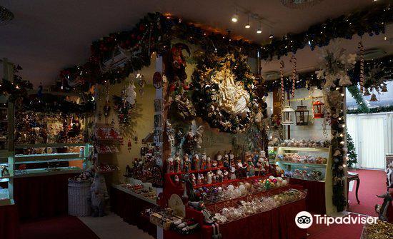 Christmas Museum Shop1