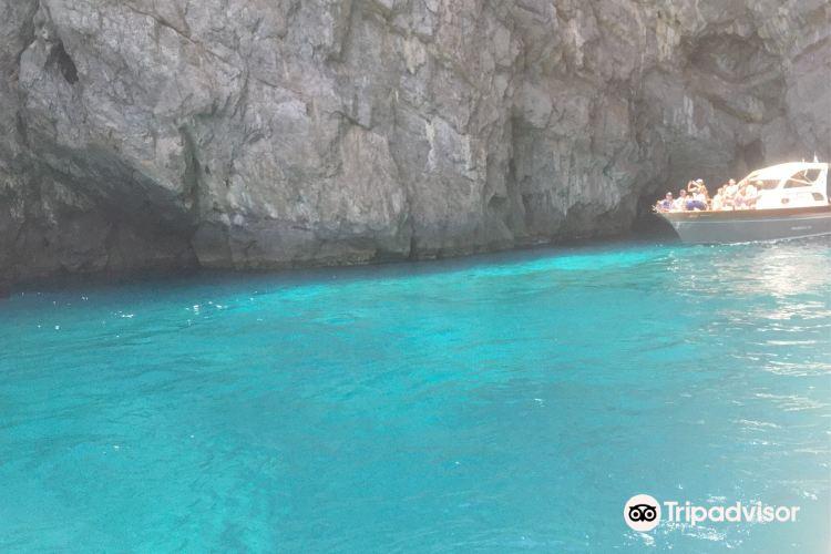 Grotta dello Smeraldo (Emerald Grotto)4