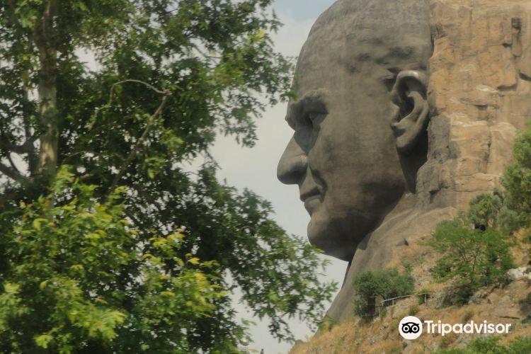 The statue of Ataturk4
