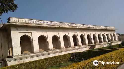 奇陶加爾女王宮