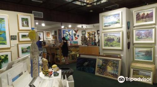 Village Galleries in Lahaina