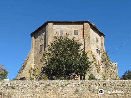 Castello Farnese3