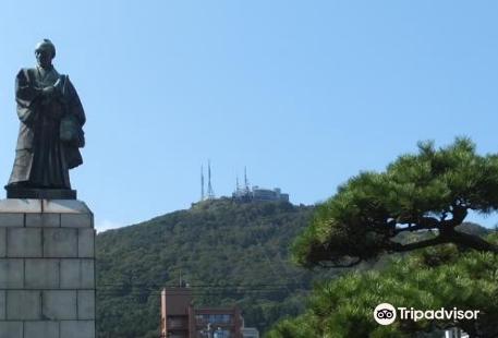 Kahei Takataya Statue