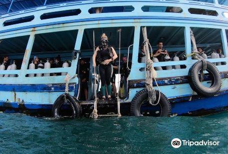 Crystal Dive Resort
