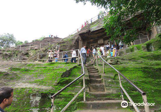 Pandav Caves1