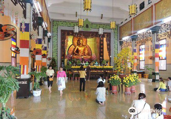 Temple of the Buddha's Relic (Xa Loi pagoda)1