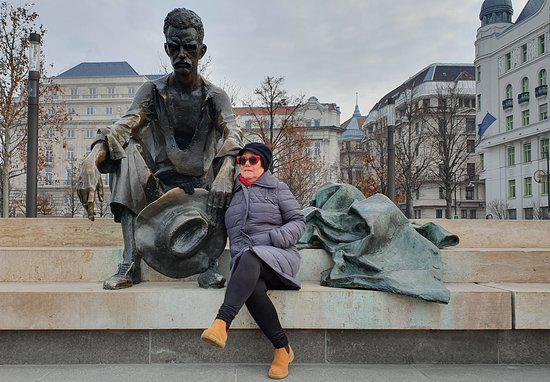 Sitting Statue of Attila József4