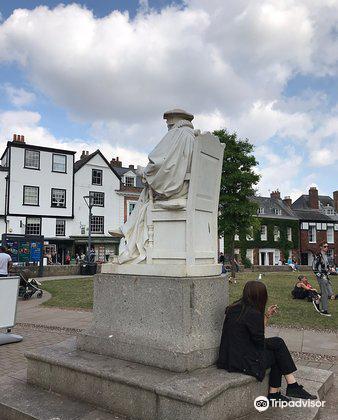 Statue of Richard Hooker