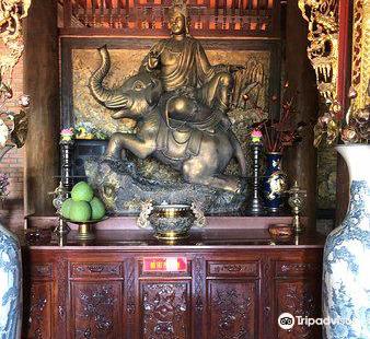 Dình Nguyễn Trung Truc Pagoda