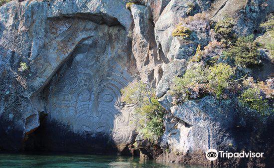 Maori Rock Carvings2