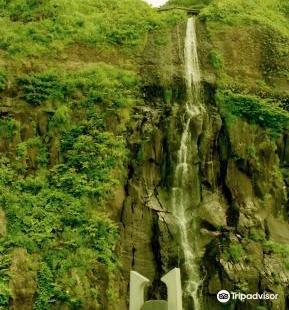 Shiragane Falls