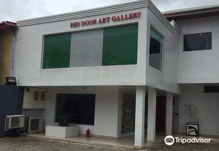 Red Door Art Gallery