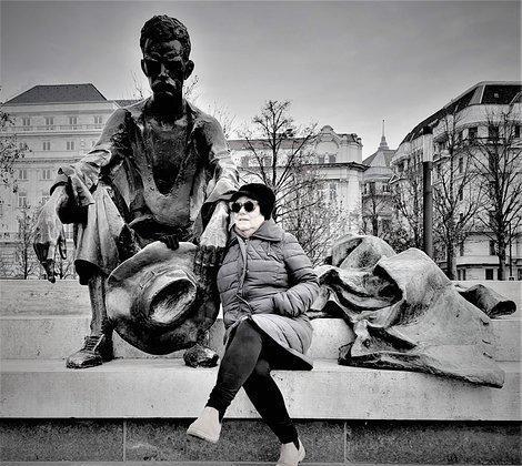 Sitting Statue of Attila József1