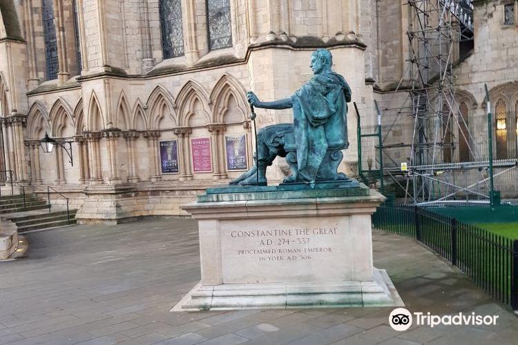 Constantine Statue3